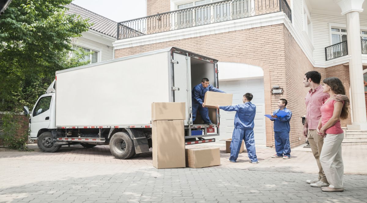 Movers-loading-moving-box
